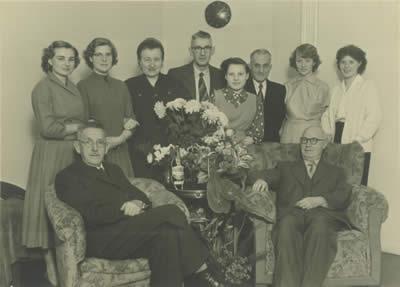 Gruppenbild der Belegschaft von 1956
